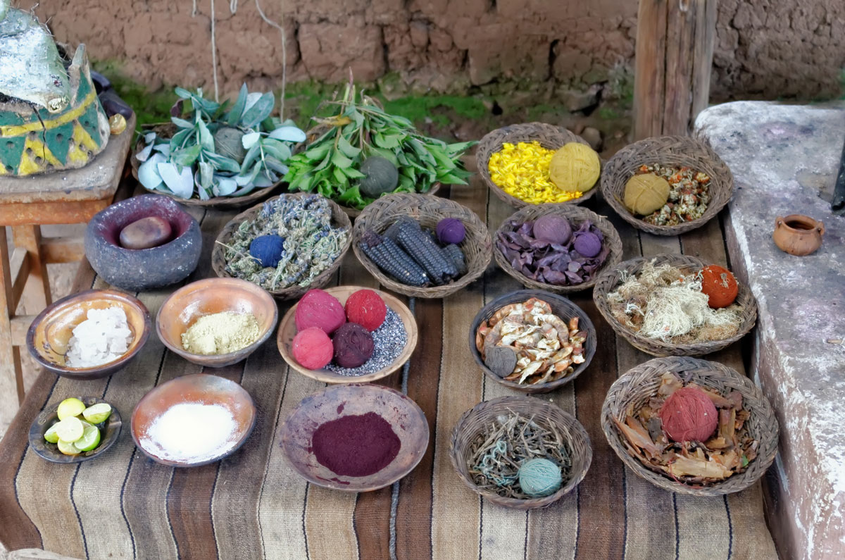 Various natural colours and their raw materials such as plants